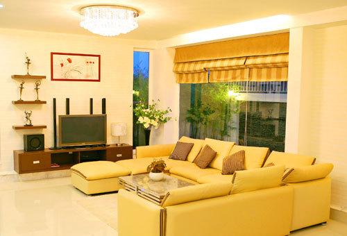 phối màu sơn vàng cho phòng khách